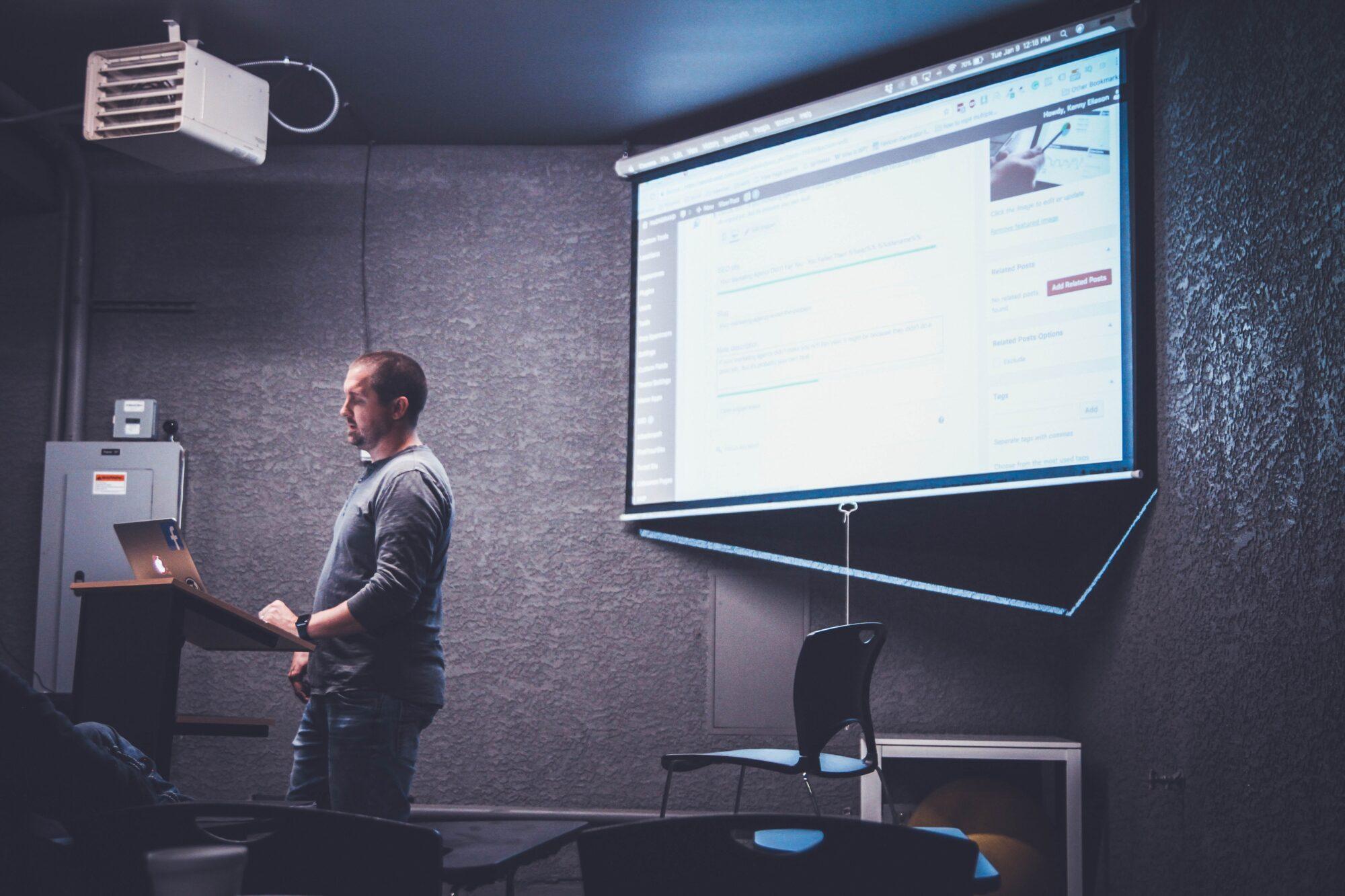 Projektor lærred – essentielt til kontor og klasseværelse